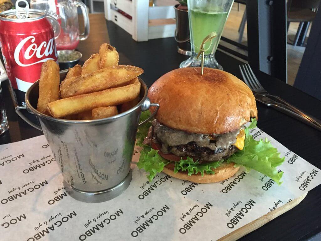 Dr. Burger - Mogambo Burger & Grill - Santiago